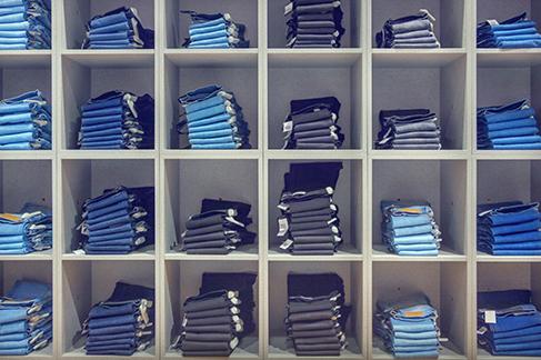 Jeans-on-Shelves