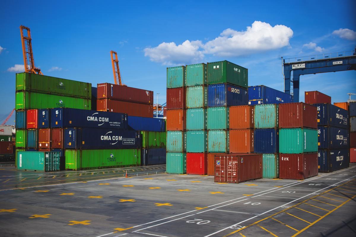 cargo-containers-crate- tariffs export-import-122164